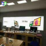 Мобильный телефон рекламируя коробку индикации светлую с знаком алюминия плаката ткани