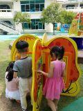 De houten OnderwijsMuur zette de Raad van het Spel voor het Leren van Kinderen op