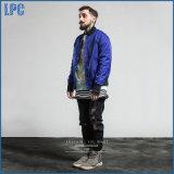 형식과 방수 직물의 인쇄된 까만 재킷