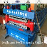 機械を形作る二重層の屋根ふきのパネルロール