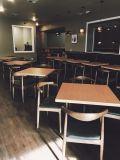 Le type nostalgique de New York a personnalisé le restaurant dinant le jeu