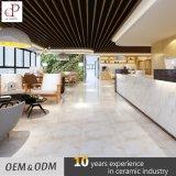 Tamaño personalizado de cerámica esmaltada de alto brillo imitación mármol corredor Pasarela Baldosas Designs