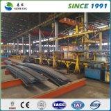 Costruzione chiara della struttura d'acciaio per il gruppo di lavoro del magazzino