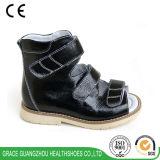 Un sandalo dei 3 di colori del fiore del cuoio bambini di stabilità scherza il sandalo ortopedico