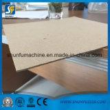 El cartón corrugado haciendo uso de maquinaria de cartón reciclado de papel Waster