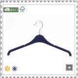 Qualitäts-schwarze Plastikkleidung-Aufhängungen, Plastikkleiderbügel