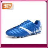 Le football extérieur chausse des chaussures du football en gros