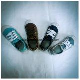 ローカットの靴の洗濯できるジーンズファブリック洗浄デニムの甲革