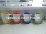 Caneca cerâmica com parte inferior do silicone, cor interna fora da cor branca