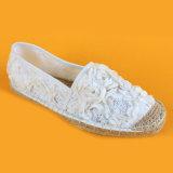 La scarpa di tela classica del fiore di modo delle più nuove donne della decorazione solida del Sequin calza il bianco