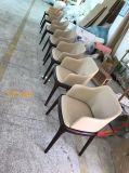 현대 의자를 식사하는 직물에 의하여 덮개를 씌우는 나무로 되는 디자인 대중음식점 가구