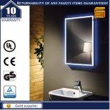 L'éclairage LED fixé au mur de salle de bains composent le miroir