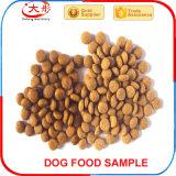 Сухое влажное питание животной еды собаки любимчика делая машину