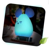 Colores de Mlti que cambian la luz de la noche del silicio del conejo LED con el cargador del USB