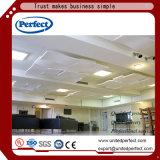 端が付いている天井のボードは壁パネルのための布張なしで堅くなった