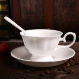 陶磁器テーブルウェア陶磁器のエスプレッソのコップの純粋で白い陶磁器のコーヒーカップ・アンド・ソーサー