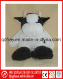 Vaca de pelúcia personalizada OEM brinquedo com o futebol