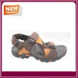 Ботинки сандалии рыболова людей способа
