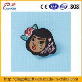 Изготовленный на заказ значок головки девушки шаржа