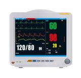 Video paziente medico del controllare con la visualizzazione di forme d'onda di ECG