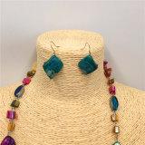 Collana multicolore del maglione del turchese di modo con gli insiemi dei monili degli orecchini