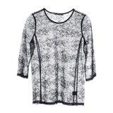여자는 목 t-셔츠 섹시한 레이스 의복의 둘레에 모양 짓는다