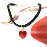 Pendentes acrílicos vermelhos das colares do coração simples com couro preto para mulheres
