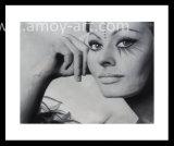 ブラシの高い細部の効果によってなされる白黒のSophia Figure油絵女性