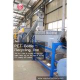 Пластмасса любимчика разливает машинное оборудование по бутылкам завода по переработке вторичного сырья