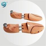 スムーズで詳しいポーランドの快適な木の靴の木