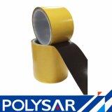 Roulis enorme découpant la bande noire de polyester