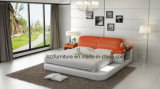 現代寝室のイタリアの革ダブル・ベッド