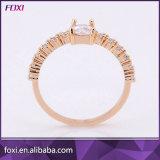 女の子のための黒い金のジルコニアの宝石類の真鍮の物質的なリング