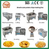 Patatas fritas de la pequeña escala comercial que hacen la línea