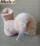 柔らかい革足底のオーストラリアの羊皮の女の赤ちゃんの雪のブート