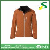 Изготовленный на заказ куртка Softshell отдыха одежд спортов женщин