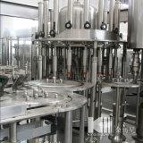 Terminar a linha de produção de engarrafamento mineral da água bebendo