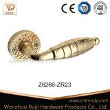 Alliage de zinc de l'intérieur de la poignée du loquet de serrure de porte sur des rosettes (z6266-ZR23)