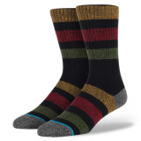 Ungerade farbige strickende Mann-Frauen-Form-Art-flippige Socken