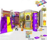 Campo de jogos interno dos miúdos temáticos do castelo do divertimento do elogio