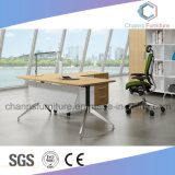 Escritorio de madera simple del encargado del vector ejecutivo de los muebles de oficinas