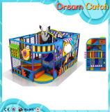 小さい子供の屋内運動場装置