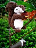 Häkelarbeit-Plüsch-Amigurumi angefüllte Eichhörnchen-Spielzeug-Puppe mit der Hand stricken