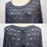 女性ボタンの背部カーブのヘムのポケットセーター