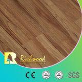 8.3mm HDFのクルミの質のホワイトオークの薄板にされた積層の木製の木のフロアーリング