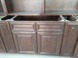 純木の合板の食器棚