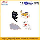 Emblema bonito para a roupa, chapéu do esmalte dos gatos dos desenhos animados, saco