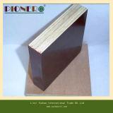 光沢のあるブラウンの表面のメラミン接着剤のフィルムは合板に直面した