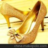 Sprung-Funkeln-Puder ist in den glänzenden Schuhen am meisten benutzt