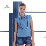 Le ragazze di estate di modo mettono la camicia in cortocircuito del denim del manicotto dai jeans della mosca